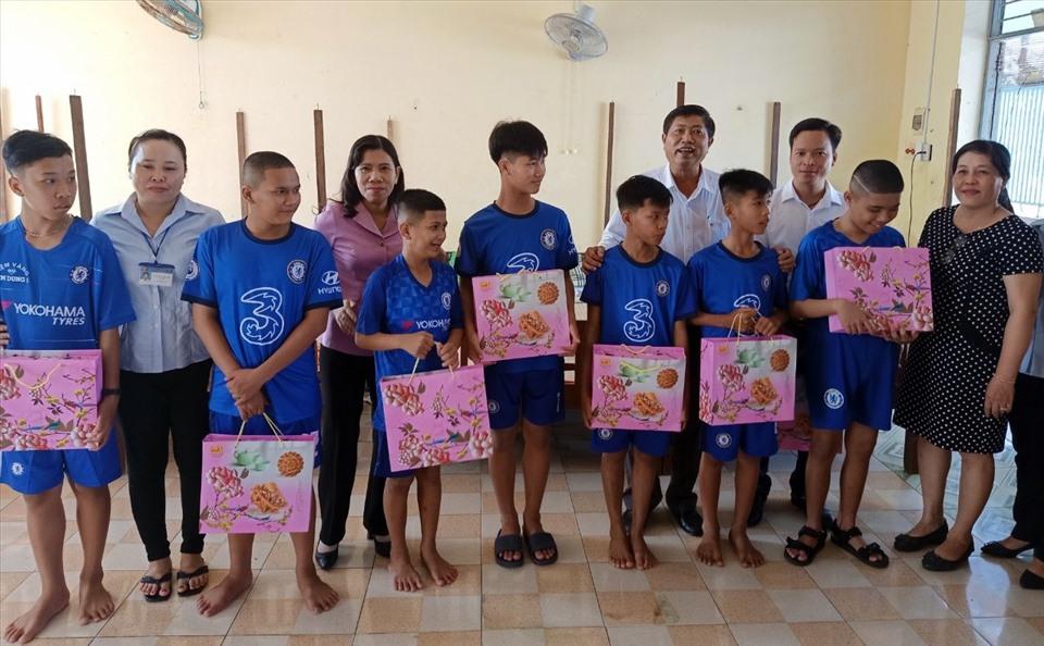 Cùng trẻ em khuyết tật Bạc Liêu đón tết trung thu (ảnh Nhật Hồ)