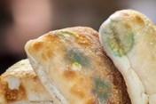 Nhật Bản thu hồi 582 miếng bánh mì mốc trong bữa trưa tại trường học