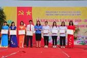 Khen thưởng học sinh là con đoàn viên, người lao động nhân dịp năm học mới