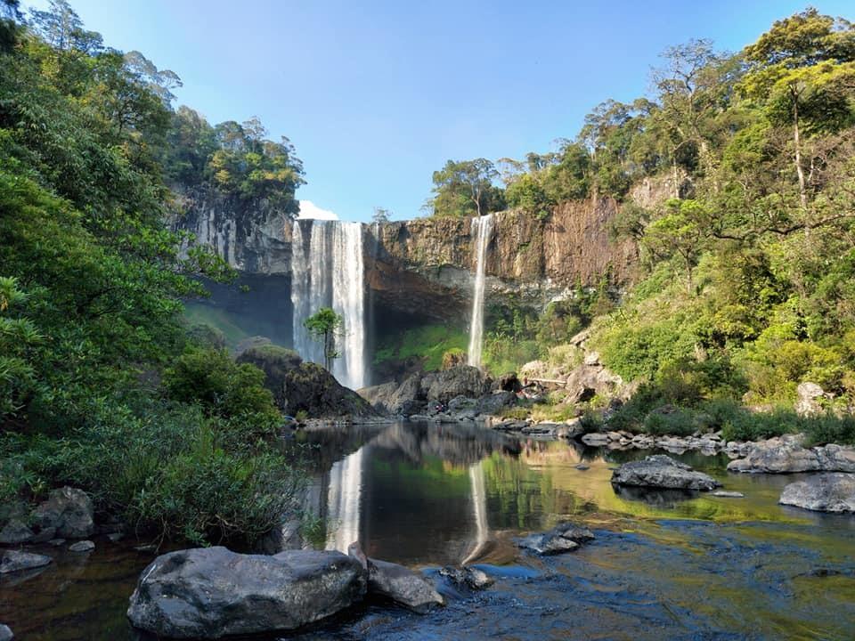 Thác K50 nằm trong khu Bảo tồn thiên nhiên Kon Chư Răng với hàng nghìn ha rừng tự nhiên, nguyên sinh. Thác nước cách trung tâm TP.Pleiku khoảng hơn 100 cây số, muốn vào tận thác phải đi bộ băng rừng, vượt suối hơn 2 tiếng đồng hồ, có kiểm lâm viên dẫn đường.