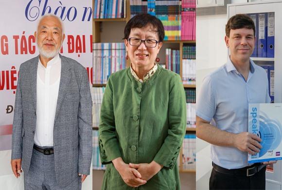 GS. Chun Kyung-Soo - Hiệu trưởng (DD) Trường Ngoại ngữ, TS. Kim Zaehi - Giảng viên giảng dạy Tiếng Hàn và thầy Corbett Tyler - Giảng viên giảng dạy Tiếng Anh  (ảnh từ trái qua) tại Đại học Duy Tân