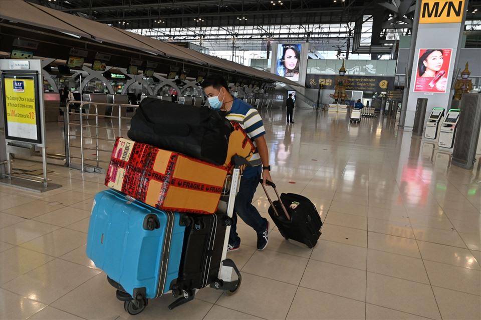 Thái Lan hạn chế du lịch trong nước do đại dịch COVID - 19 đang bùng phát trở lại tại quốc gia này. Ảnh: Getty