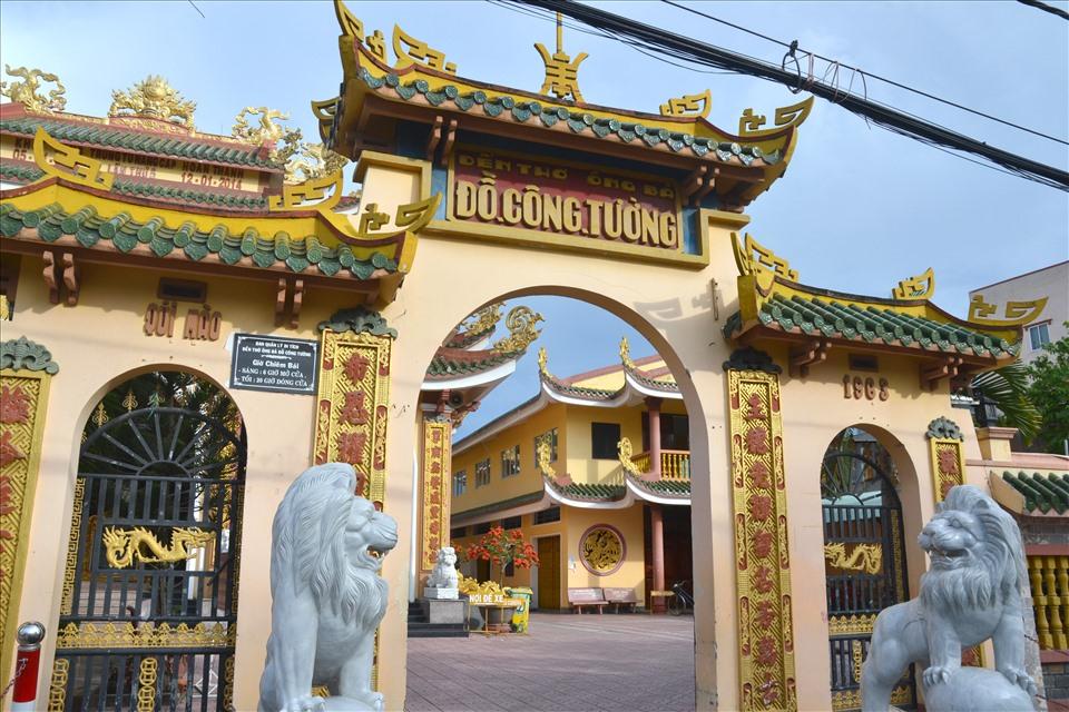 """Bên ngoài Miếu thờ """"Ông bà Chủ chợ"""" tọa lạc tại chợ TP. Cao Lãnh (Đồng Tháp). Ảnh: LT"""