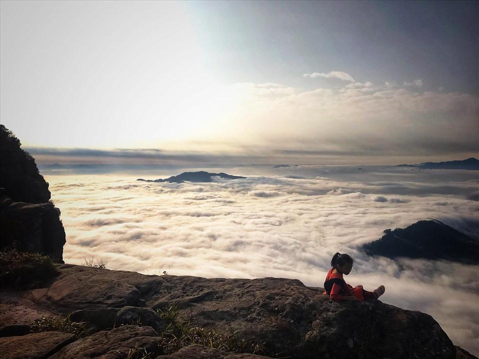 """Đỉnh núi Pha Luông mang một nét đẹp hùng vĩ và lãng mạn của núi rừng Tây Bắc. Với vẻ đẹp """"hút hồn"""" này, đỉnh Pha Luông là nơi thu hút rất nhiều dân mê phượt."""