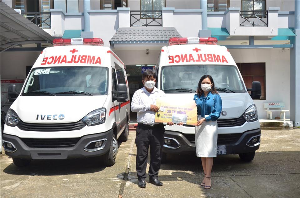 Sở Y tế Kiên Giang đã phân bổ 3 xe cứu thương cho huyện Vĩnh Thuận, Gò Quao và TP. Hà Tiên để kịp thời phục vụ công tác phòng, chống dịch. Ảnh: BTC