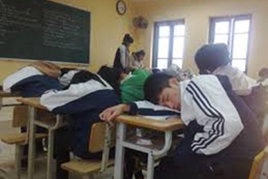 áp lực học thêm làm cho học sinh mệt mỏi ngủ gật tại lớp học (ảnh minh họa