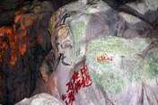 Xóa ngay chữ Trung Quốc trong hang động Hạ Long