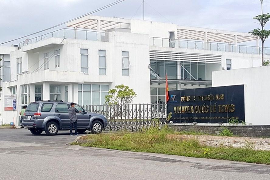Nhà máy của Cty TNHH dệt may Vinatex Quốc tế Toms Hải Lăng, nơi bị cơ quan chức năng lập biên bản vì xả thải trái quy định. Ảnh: Hưng Thơ.