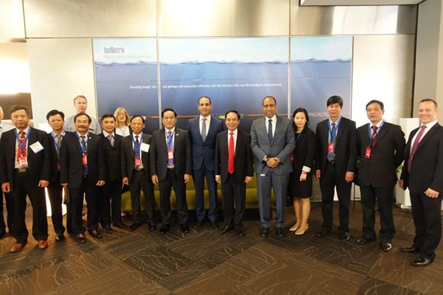 Đoàn công tác PVN-PVEP cùng đối tác tại Hội nghị OTC 2017. Ảnh: PVN