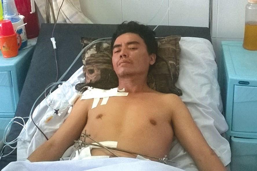 Bệnh nhân - công nhân Lê Phước Lê đang được theo dõi điều trị tại khoa Ngoại chấn thương - Chỉnh hình, Bệnh viện quận Thủ Đức, TP.HCM.