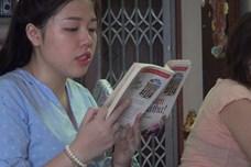 Độc đáo nghề đọc sách thuê 48 ngàn đồng 1 giờ tại Sài Gòn
