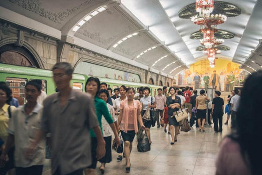 Cuộc sống đời thường ở một ga tàu điện ngầm ở Triều Tiên. Ảnh: Media Drum