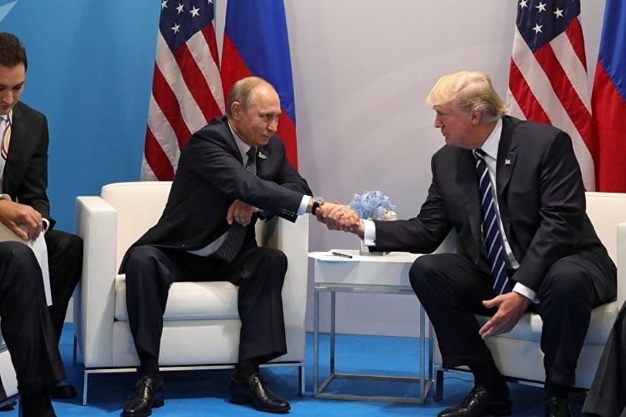 Tổng thống Nga Vladimir Putin gặp Tổng thống Mỹ Donald Trump tại G20. Ảnh: Sputnik