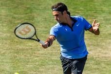 Federer thắng dễ Sugita 2 - 0 ở vòng 1 Halle Open