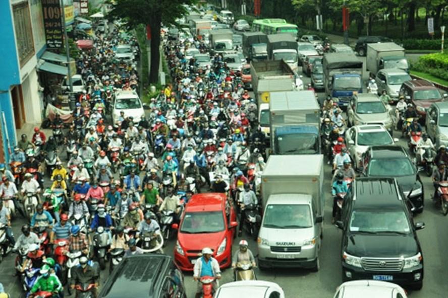 Kẹt xe trên trục đường Trường Sơn, Trần Quốc Hoàn - lối ra và vào duy nhất của sân bay Tân Sơn Nhất.
