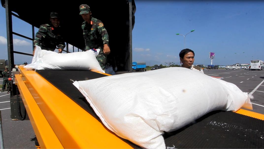 Khánh Hòa dành số hàng viện trợ này cho các hộ dân bị nhà sập, hộ đồng bào bị  thiệt hại nặng trong bão tại 7 huyện thị , thành phố.