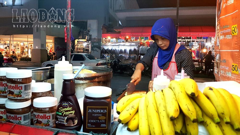 Ẩm thực đường phố - một nét văn hóa đặc sắc tại khu chợ đêm. Ảnh: Lê Phi Long