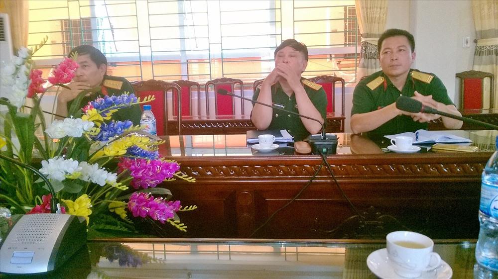 Đại tá Trần Đình Lưu (Ngoài cùng bên trái) và Đại tá Nguyễn Trọng Chiều (Giữa) vừa bị kỷ luật về sai phạm trong thời gian qua - Ảnh TN