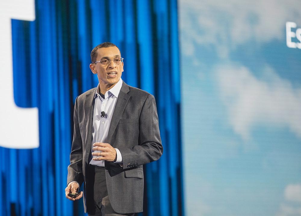 Roy Joseph - Giám đốc phụ trách hạ tầng kĩ thuật công nghệ của ngân hàng Goldman Sachs (Mỹ) nói về nền tảng điện toán đám mây tạo khả năng đáp ứng hoạt động của ngân hàng.
