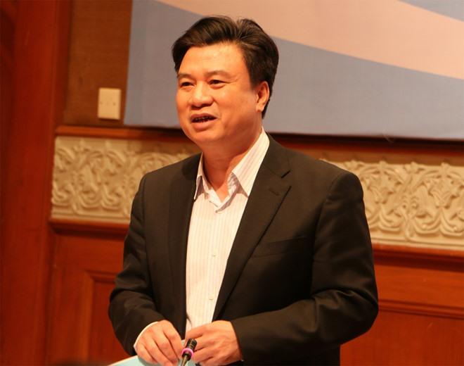 Thứ trưởng Bộ GDĐT Nguyễn Hữu Độ phát biểu tại hội nghị. Ảnh: QQ