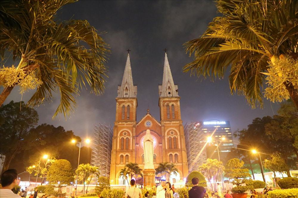 Nhà thờ Đức Bà - nơi luôn là tâm điểm trong các dịp lễ Giáng sinh, mừng năm mới tại TPHCM. Ảnh: Trường Sơn