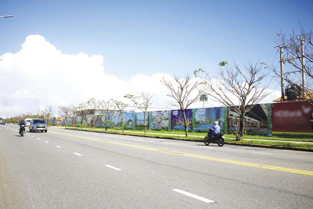 Đường ven biển Đà Nẵng bị bịt kín bởi các dự án nghỉ dưỡng. Ảnh: TT