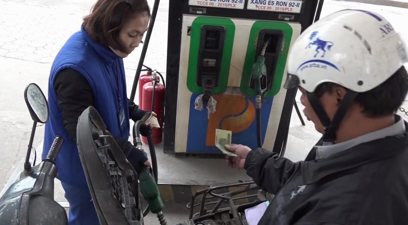 Người tiêu dùng không quan tâm lắm đến việc mình đang dùng xăng gì.
