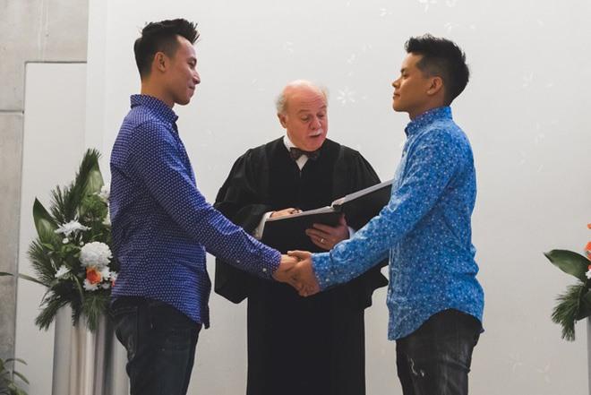 Biên đạo múa John Huy Trần và bạn trai Huỳnh Nhiệm tổ chức lễ thành hôn đơn giản tại Canada