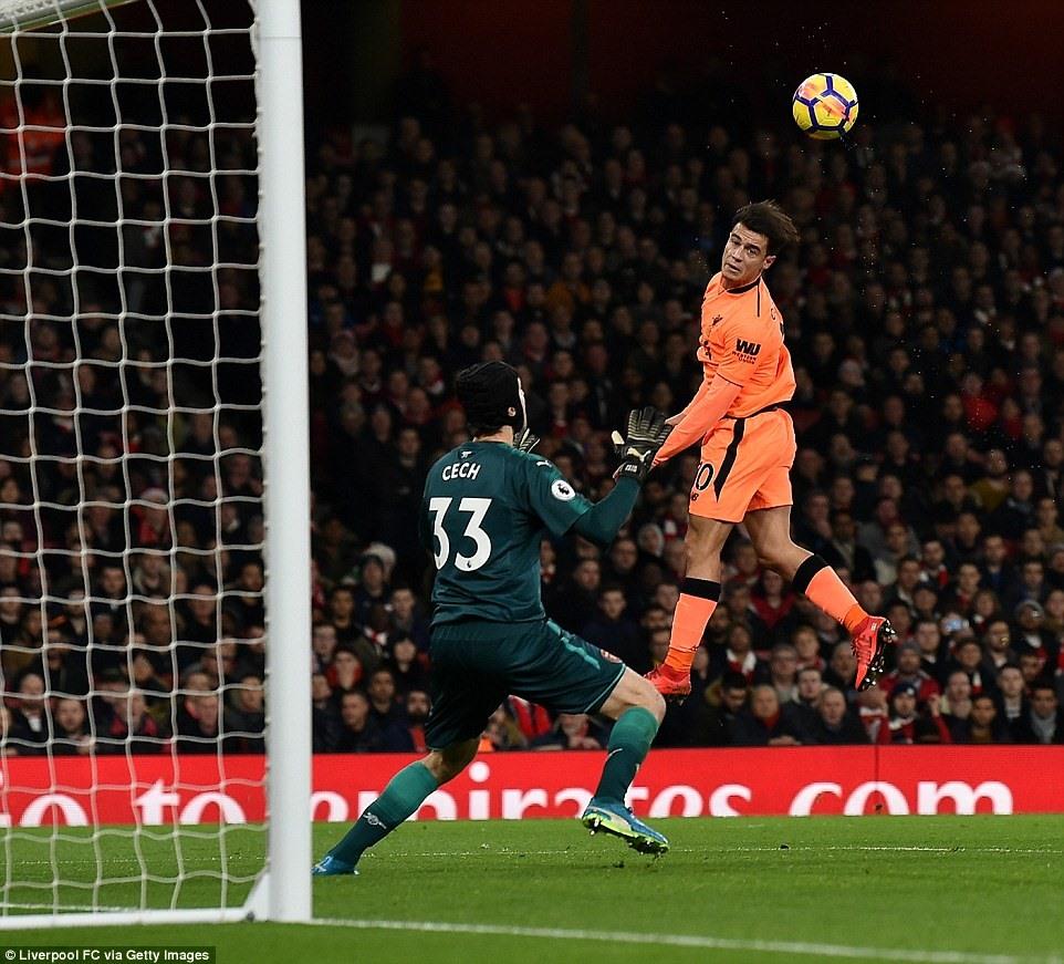 Coutinho (áo cam) và các đồng đội chỉ phải gặp Swansea ở vòng 20. Ảnh: Getty Images.