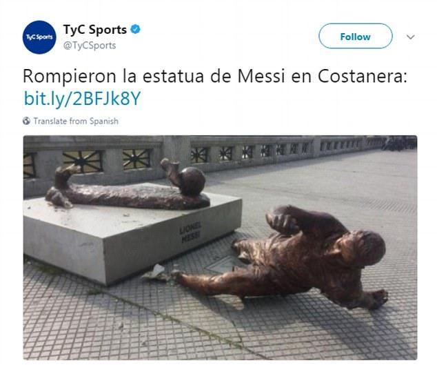 Tượng của Messi sau lần bị phá đầu tiên vào tháng 1.2017. Ảnh: Tyc.