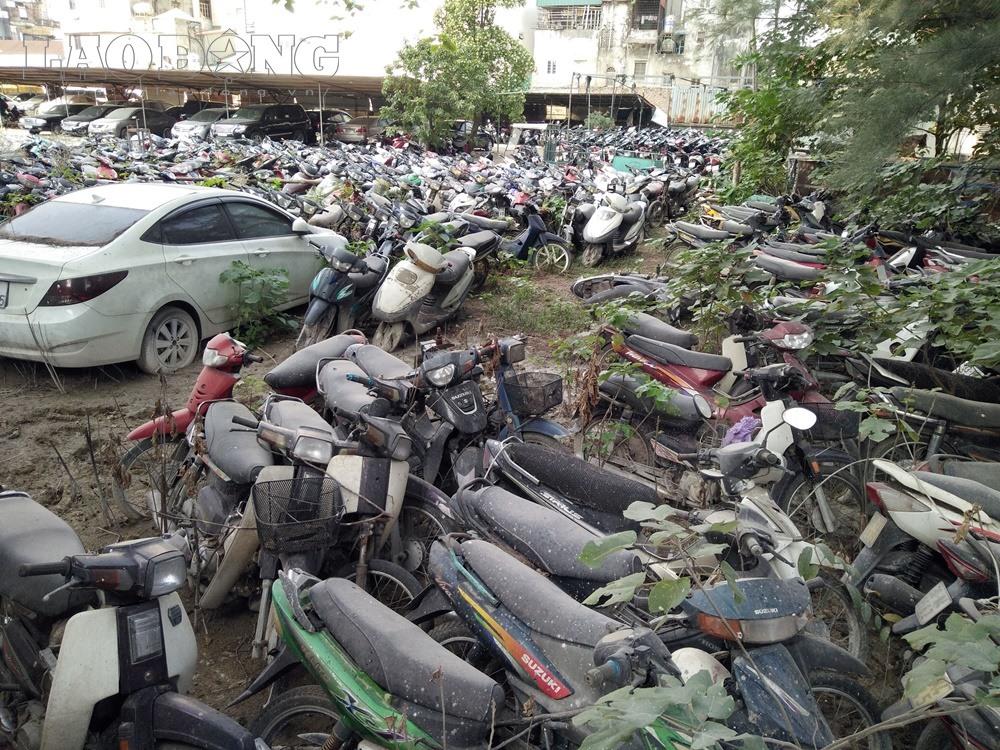 Xót xa hàng nghìn ôtô, xe máy nằm no mưa no nắng giữa lòng Hà Nội - Ảnh 9.
