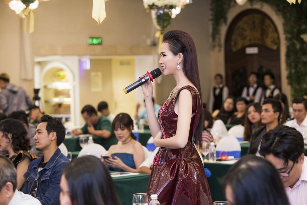Phan Thị Mơ chia sẻ tại buổi công bố các hạng mục giải thưởng Ngôi Sao Xanh