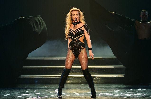 Mặc dù đang hạnh phúc bên người tình trẻ nhưng Britney Spears vẫn kiếm được 34 triệu USD giữ vị trí số 8.
