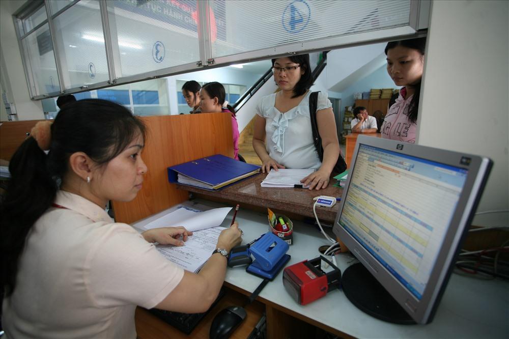 Cán bộ, công chức, viên chức TPHCM dự kiến sẽ được tăng thêm thu nhập 0,6 lần trong năm 2018.Ảnh: LÊ TOÀN