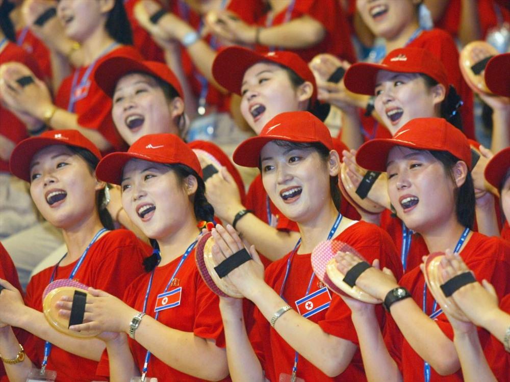 Nữ cổ động viên Triều Tiên. Ảnh: AFP