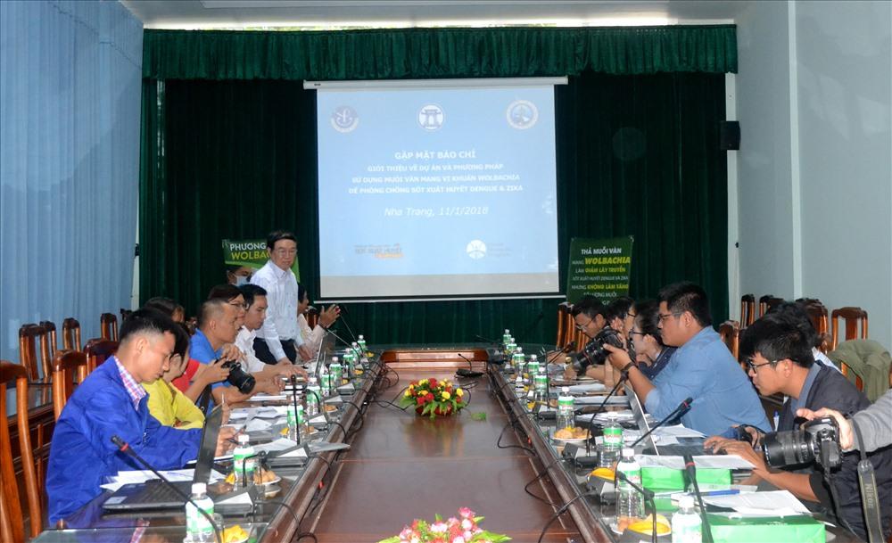 Họp báo thông báo kế hoạch thả muỗi Wolbachia vào tự nhiên ở TP. Nha Trang. Ảnh: Châu Tường