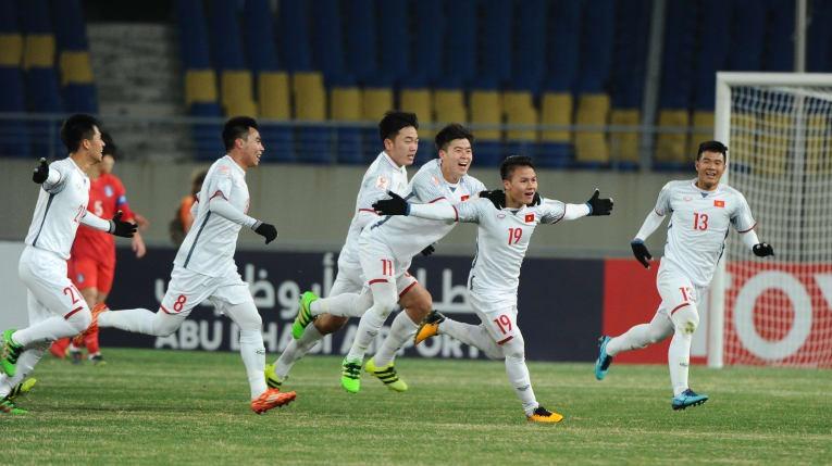 Quang Hải (số 19) mở tỷ số trận đấu sau một pha dứt điểm đẹp mắt. Ảnh: AFC.