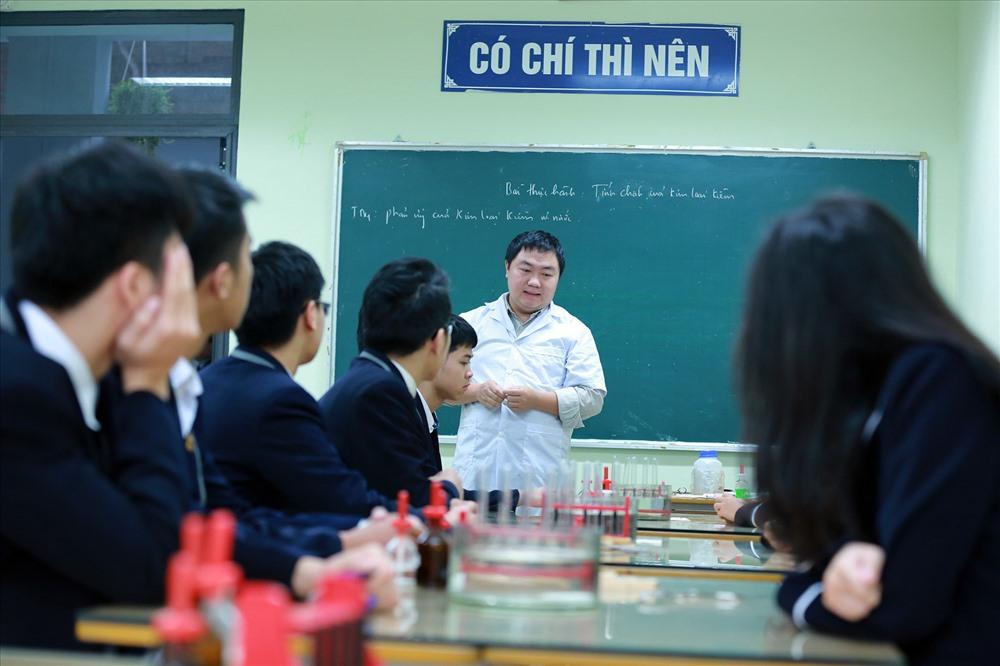 Một tiết học thực hành tại Trường THPT Lương Thế Vinh (Hà Nội). Ảnh: HẢI NGUYỄN