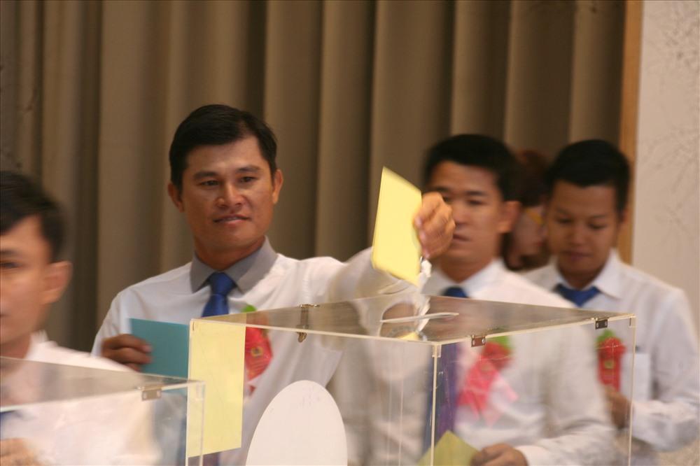 Với lá phiếu của mình, các đại biểu tham dự tin tưởng bầu ra BCH mới thực hiện tốt những mục tiêu mà đại hội IV đề ra. Ảnh: P.L