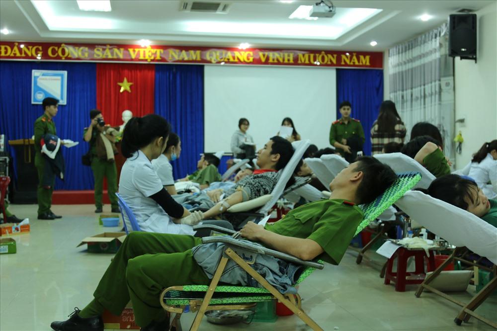 """Đến với Đà Nẵng lần này, """"Chủ nhật Đỏ"""" dự kiến sẽ tiếp nhận gần 1.000 đơn vị máu góp phần bổ sung lượng máu thiếu hụt tại các bệnh viện trên địa bàn TP. (ảnh: Bảo Trung)"""