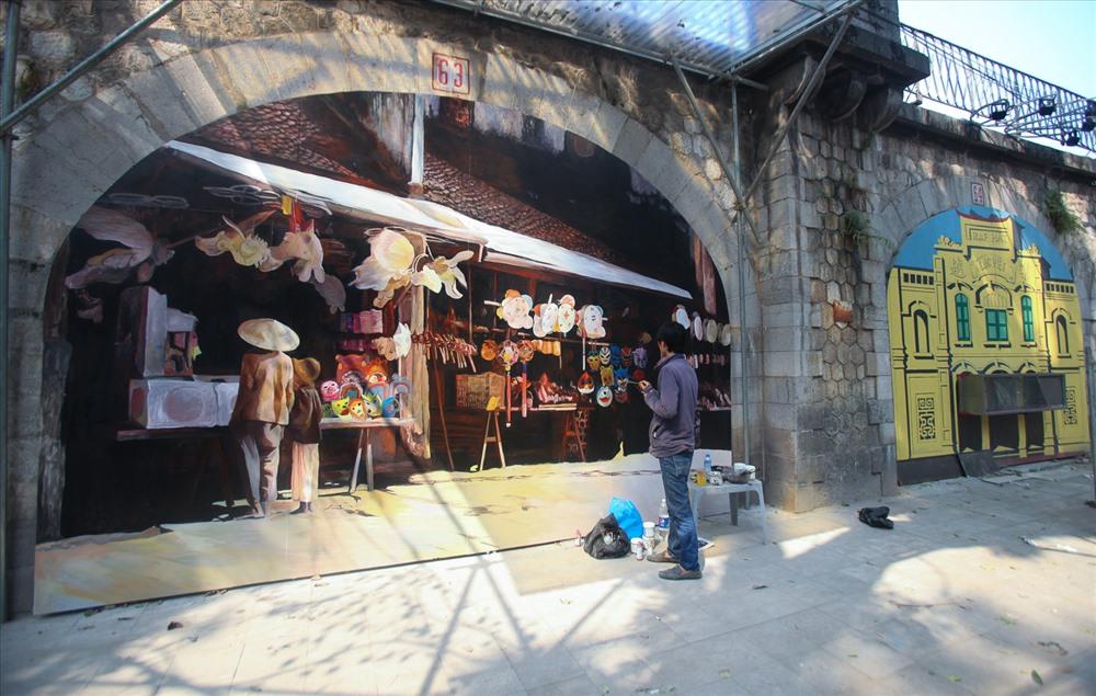 Hoa đào đã bắt đầu xuất hiện ở chợ Quảng Bá. Một cành đào bích được bán vào đầu tháng Chạp với giá 700.000 đồng.