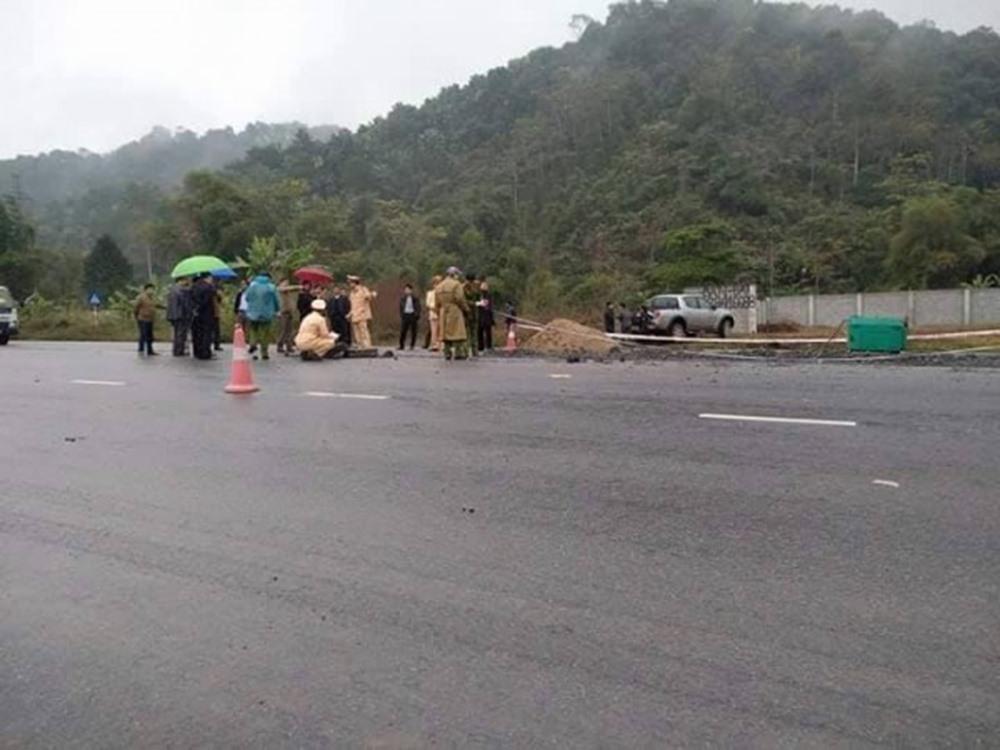 Hiện trường nơi xảy ra vụ tai nạn làm 5 người tử vong. Ảnh: NT.