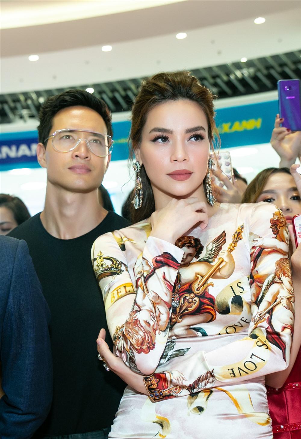 """""""Người tình tin đồn"""" Kim Lý cũng tháp tùng Hà Hồ khi ra Hà Nội."""