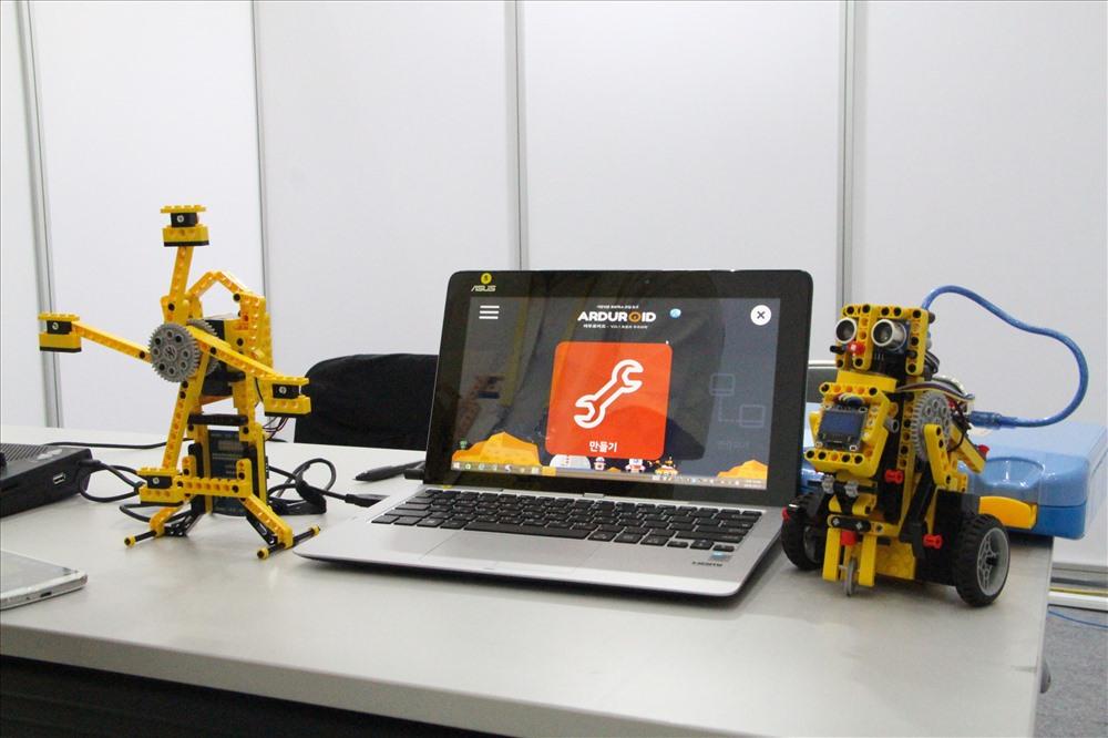 Các sản phẩm công nghệ, giải pháp thông minh được giới thiệu tại hội chợ.