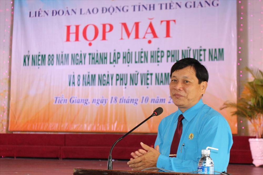 Ông Lê Minh Hùng - Phó CT LĐLĐ tỉnh Tiền Giang - thay mặt lãnh đạo LĐLĐ tỉnh chúc mừng chị em phụ nữ.