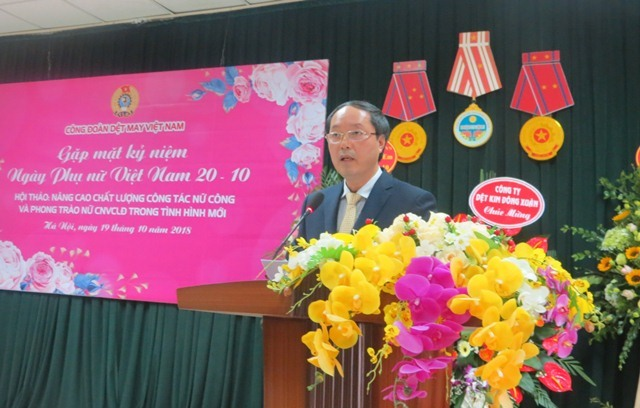 Ông Lê Nho Thướng - Chủ tịch CĐ Dệt May VN phát biểu khai mạc. Ảnh: Xuân Trường