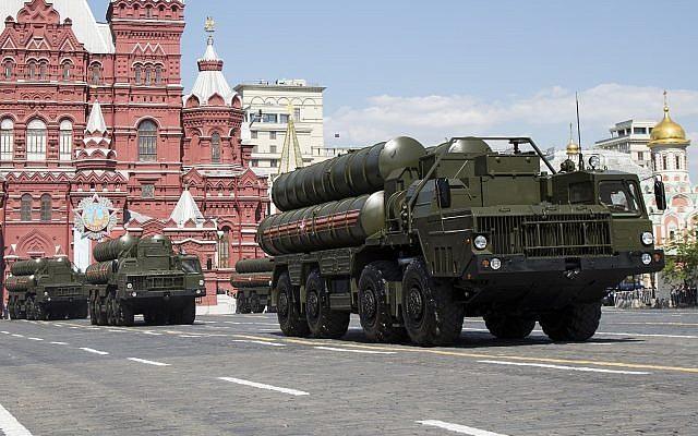 Hệ thống tên lửa phòng không S-300 của Nga. Ảnh: AP