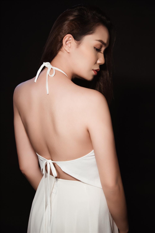 Ca sĩ Ngọc Anh cho rằng mỗi câu hát Phạm Phương Thảo viết đều như một giọt nước mắt.