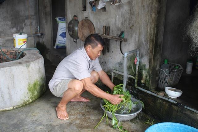 Gia đình ông Tuyên cũng phải dùng nước giếng khơi và giếng khoan. Ảnh: Trần Tuấn