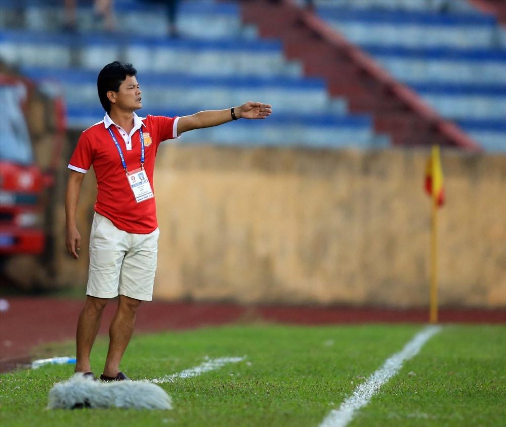 CLB Nam Định của HLV NGuyễn Văn Sỹ không được BTC sân Cần Thơ tạo điều kiện ở buổi tập trước trận đấu.